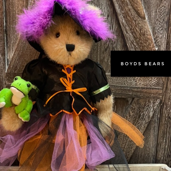 Samantha Witchbeary w/ Hocus Pocus by Boyds Bears